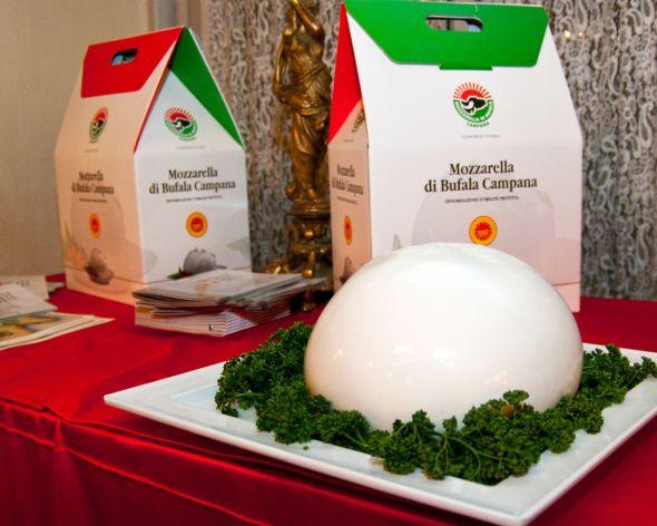 Queso-de-italia-gourmet-Mozzarella-di-bufala-elaborado-con-leche-de-bufalo-El-Portal-del-Chacinado