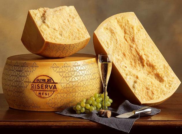 Queso-gourmet-de-italia-Grana-Padano-elaborado-con-leche-de-vaca-con-alimentacion-de-hierbas-El-Portal-del-Chacinado