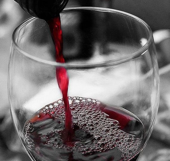 Beber-vino-mantiene-la-salud-del-corazón-y-alarga-la-vida-EL-PORTAL-DEL-CHACINADO