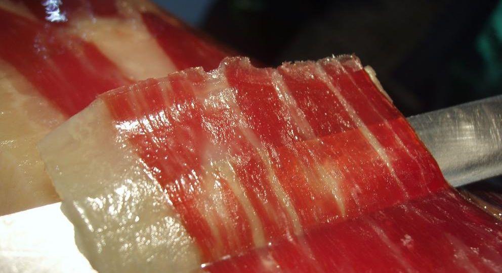 Jamon-de-bellota-y-enfermedades-intestinales-El-Portal-del-Chacinado