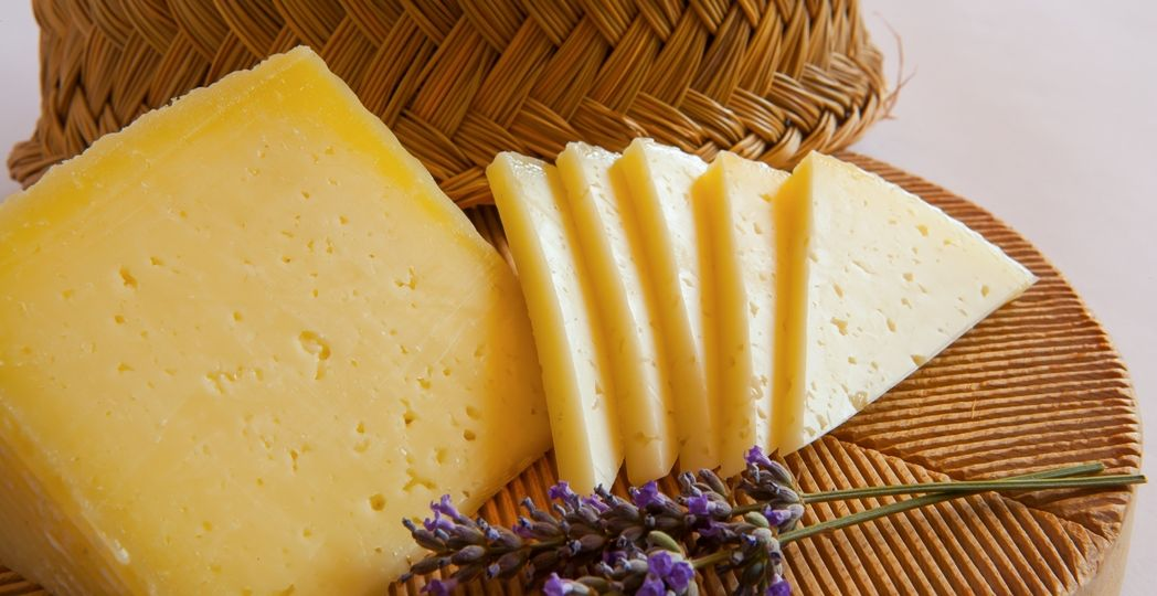 Queso-Manchego-Elaborado-con-leche-de-oveja-El-Portal-del-Chacinado