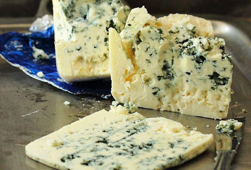 Queso-Roquefort-AOC – Uno-de-los-quesos-más-caros-El-Portal-del-Chacinado
