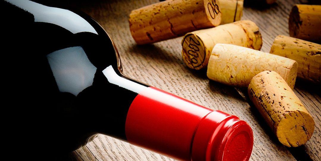 botella-vino-corchos-alcornoque-El-Portal-del-Chacinado