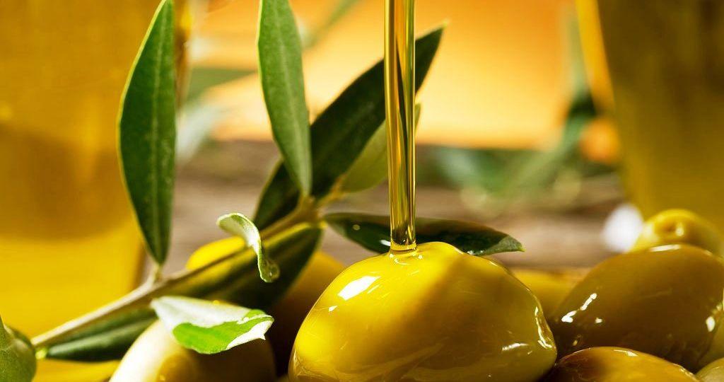 la-cata-del-aceite-de-oliva-El-Portal-del-Chacinado